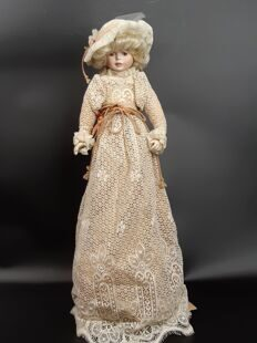 A77  Винтажная  фарфоровая кукла Royal Doulton Nisbet Heirloom Doll 'Sophie' (The Louis Nichole Collection)  EB141219000077, Royal Doulton Nisbet, Англия