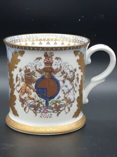 Коллекционная кружка Queen Elizabeth 2012 Diamond Jubilee Commemorative Tankard.,Buckingham palace, England
