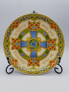 C490 Декоративная тарелка  Ceramic Display Plate With Celtic Cross Design With Stand ЕВ07C490 Royal Tara, Ирландия