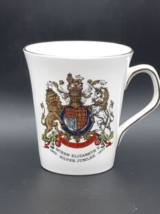 A161 Коллекционная кружка Silver Jubillee Queen Elisabeth II CB0122120000161, Royal Satafford Bone China England  #15