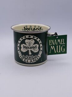 C476 Кружка Shamrock Designed Enamel Mug With Ireland Text, Green Colour ЕВ07C476, Royal Tara, Ирландия